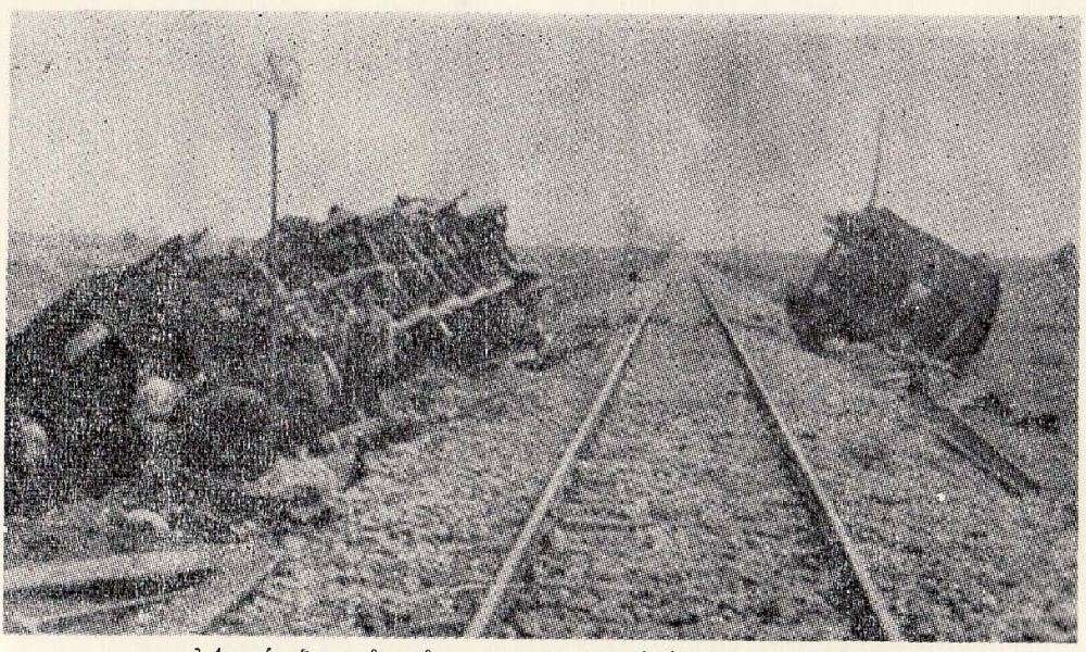 Σιδηροδρομική γραμμή που ανατινάχτηκε από αντάρτες του Δημοκρατικού Στρατού Ελλάδας. Πηγή: Γενικό Επιτελείο Στρατού.