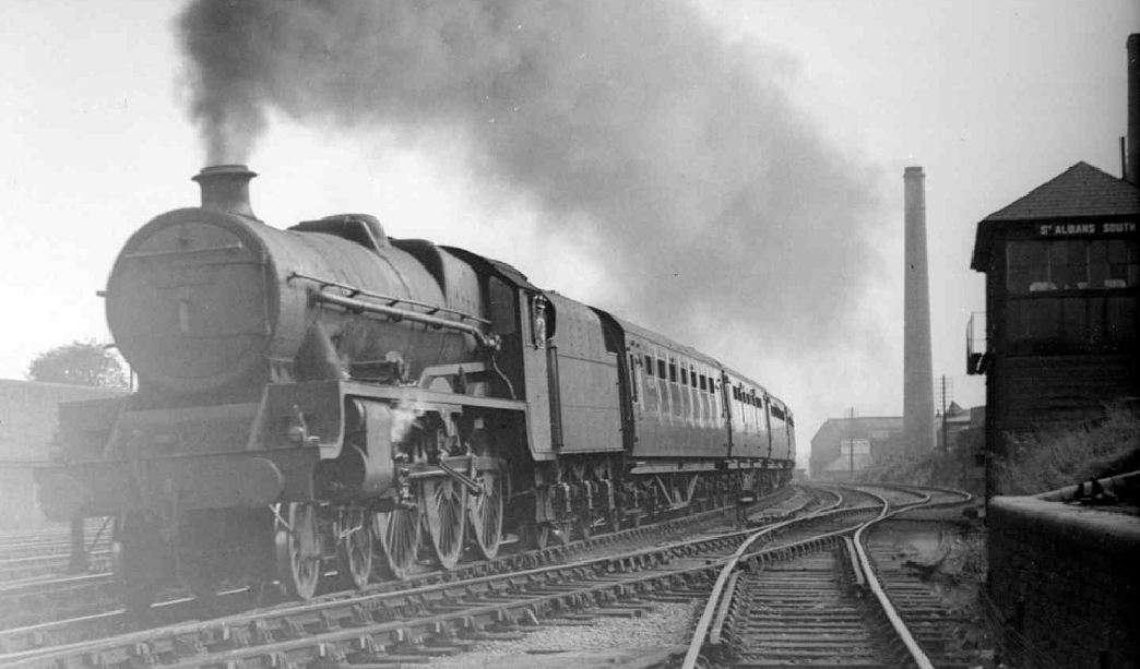 Καθώς η ισχύς του ατμού έβρισκε αναρίθμητους τρόπους εφαρμογής σε σιδηρά μηχανήματα, οι μεταβολές στην κλίμακα γίνονταν μεταβολές σε είδος.