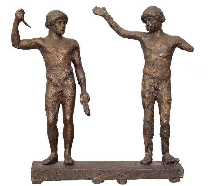 Χάλκινο σύμπλεγμα δύο αθλητών, ίσως νικητών στους γυμνικούς αγώνες στα Πύθια. 470-460 π.Χ. Αρχαιολογικό Μουσείο Δελφών. Bronze cluster of two athletes, perhaps winning at the gymnastics in Pythia. 470-460 BC Archaeological Museum of Delphi.