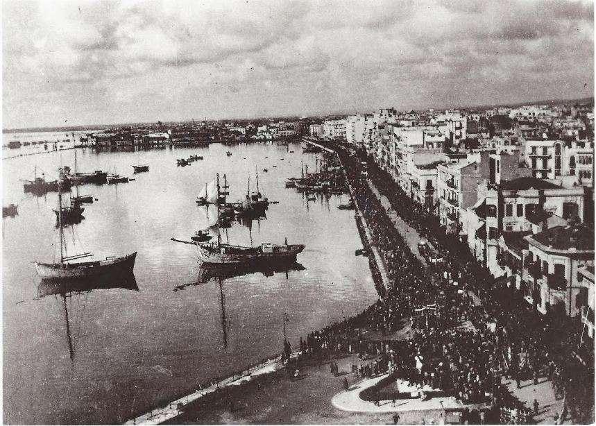 Παρέλαση του ΕΑΜ στην παραλία της Θεσσαλονίκης. 30 Οκτωβρίου 1944.