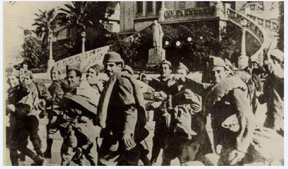 Ο εορτασμός της 28ης Οκτωβρίου έλαβε χώρα για πρώτη φορά το 1941 στην Κατοχή, μόλις ένα έτος από τη νικηφόρο επέλαση των ελληνικών στρατευμάτων, και δεν ήταν κάτι επιβεβλημένο, κατασκευασμένο άνωθεν. Τον εορτασμό καθιέρωσε αυθορμήτως ο ίδιος ο λαός.