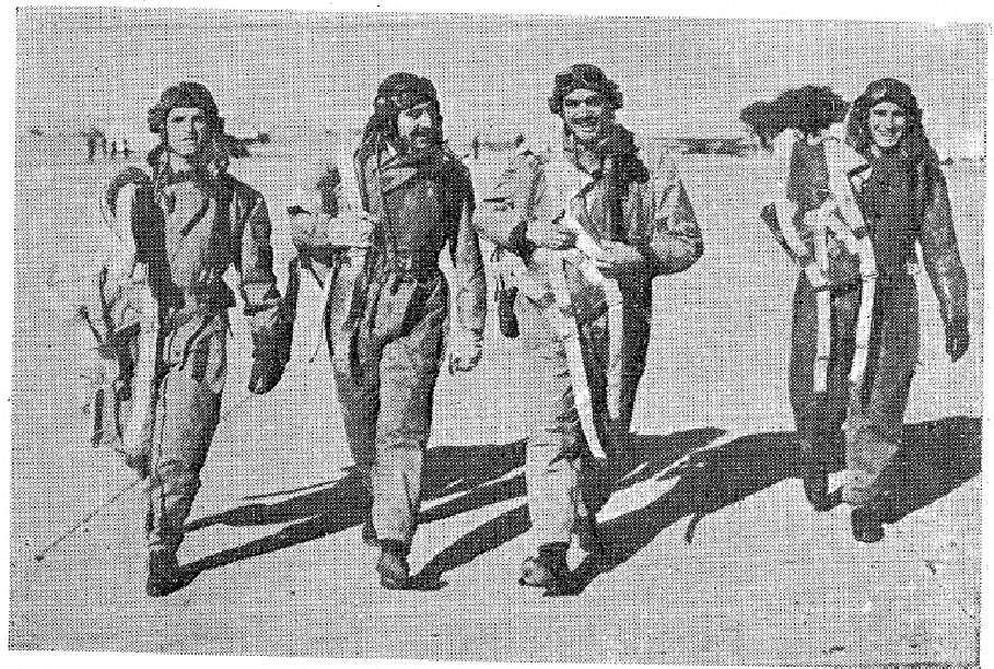 Πιλότοι της Πολεμικής Αεροπορίας του Εθνικού Στρατού κατά τη διάρκεια των επιχειρήσεων στον Γράμμο.1948-49.