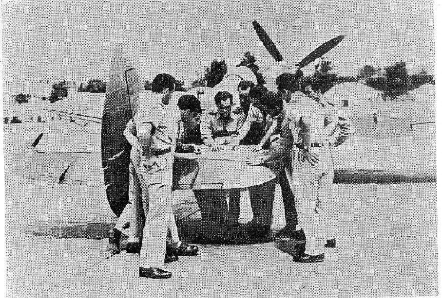 Πιλότοι του Εθνικού Στρατού κατά τη διάρκεια των επιχειρήσεων στον Γράμμο.1948-49.