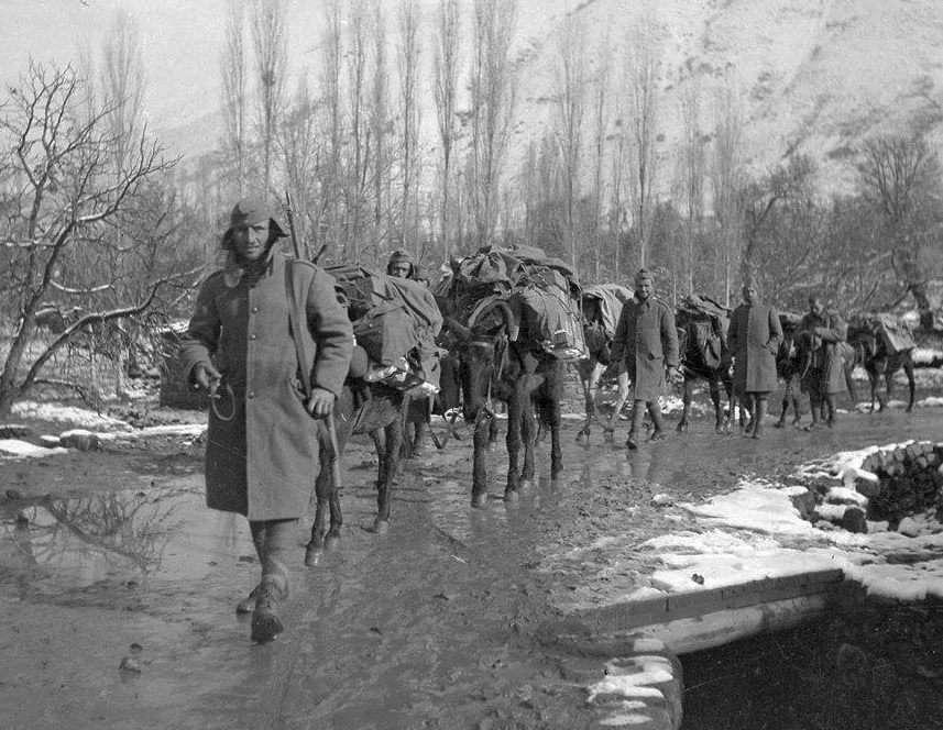Φωτογραφία από τον πόλεμο του 1940· του φωτογράφου Δημήτρη Χαρισιάδη.