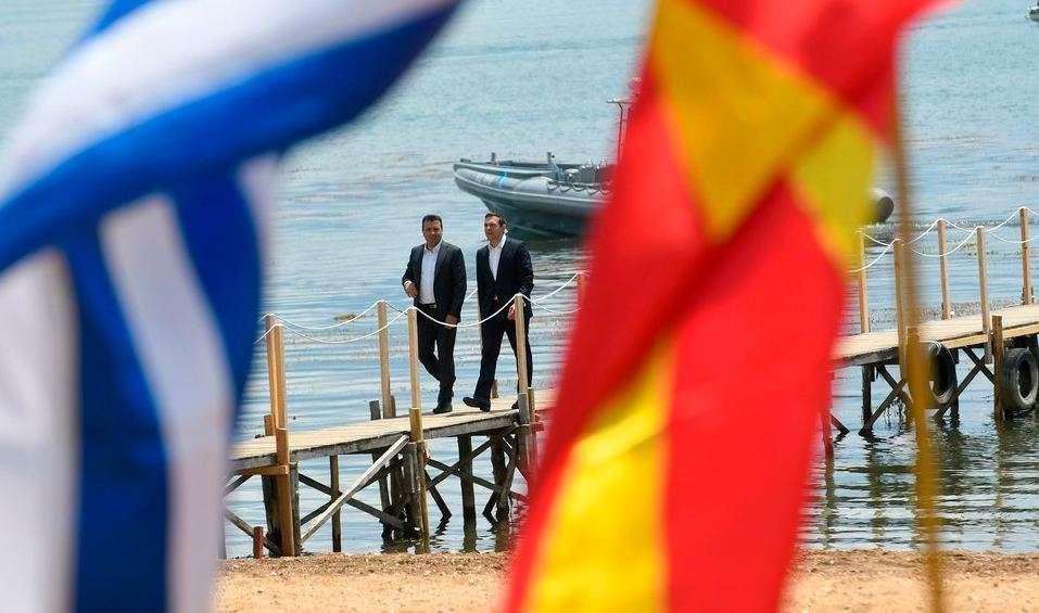 Η επίλυση της εκκρεμότητας με την ΠΓΔΜ και η ένταξη της στο ΝΑΤΟ και πιθανόν, πολύ αργότερα, στην ΕΕ είναι προφανώς προς το συμφέρον της ίδιας και υπό προϋποθέσεις προς το συμφέρον της Ελλάδας.