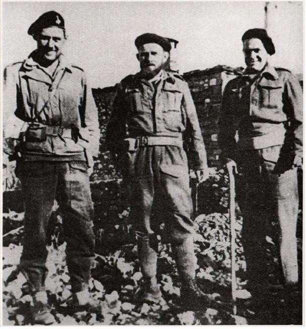 Αξιωματικοί της Βρετανικής Στρατιωτικής Αποστολής, κάπου στην ορεινή Ελλάδα (1943).