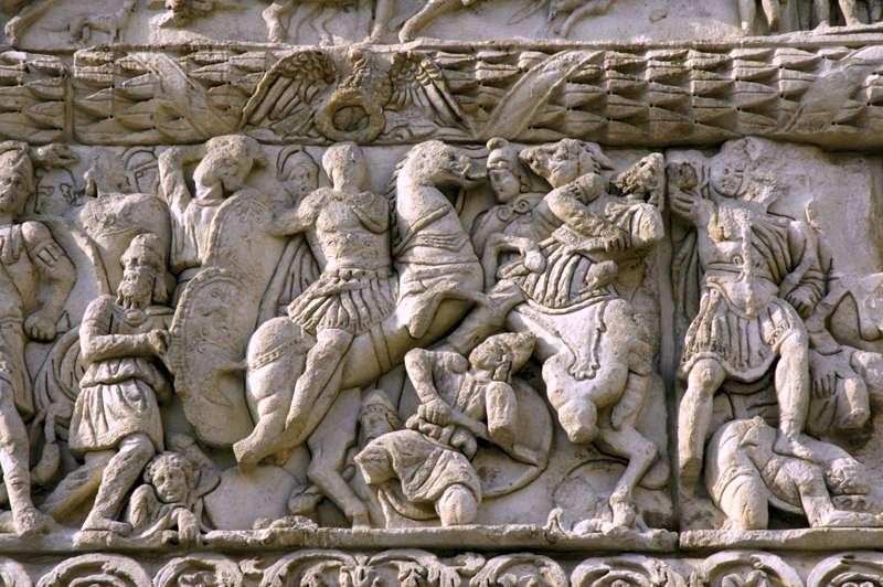 Ανάγλυφο από την Αψίδα του Γαλέριου στη Θεσσαλονίκη: ο Γαλέριος επιτίθεται στον Ναρσή.