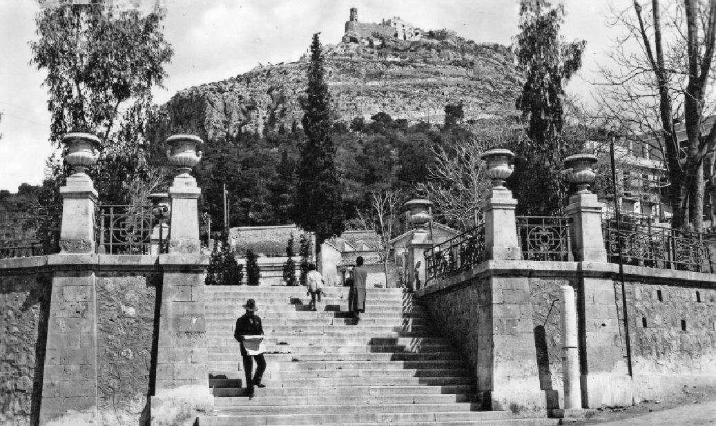 ΜΙΑ ΣΠΑΝΙΑ ΦΩΤΟΓΡΑΦΙΑ: Η πλατεία Δεξαμενής τη δεκαετία του '30.