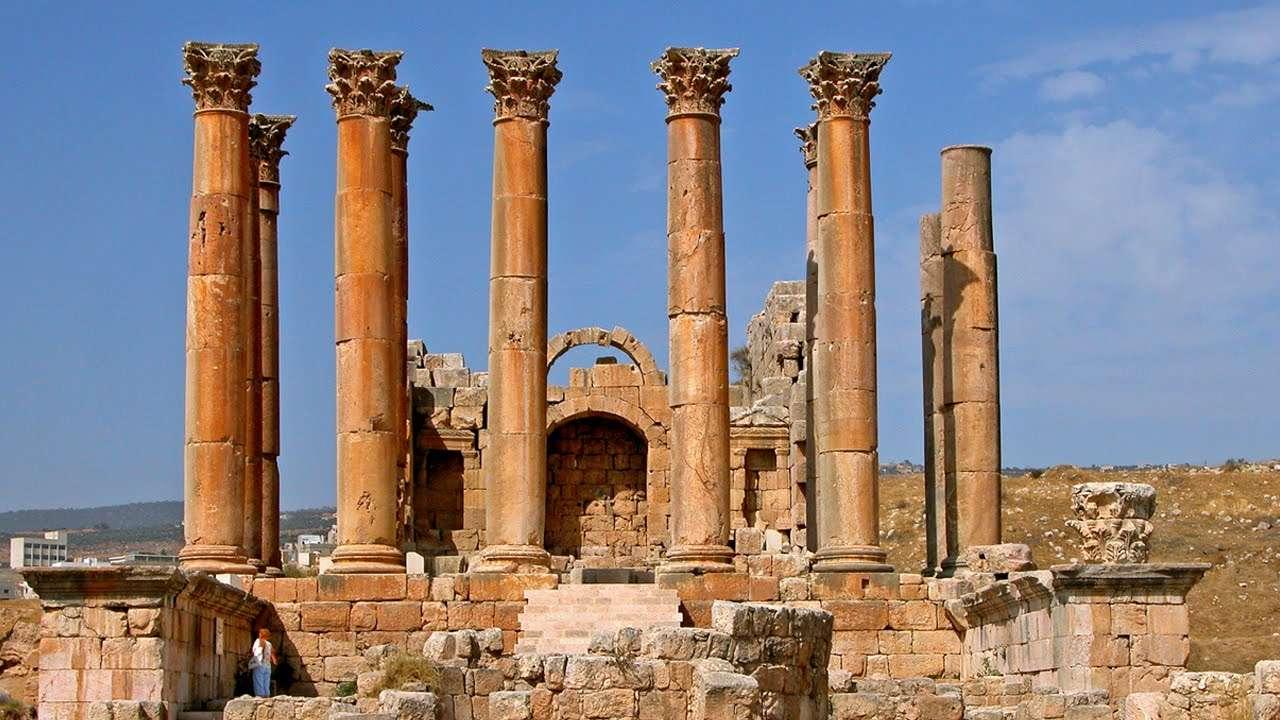 Ο ναός της Αρτέμιδος βρισκόταν στην Έφεσο της σημερινής Τουρκίας. Αποκαλείται και Αρτεμίσιο και κατασκευάστηκε το 440 π.Χ. Θεωρείται ένα από τα Επτά θαύματα του αρχαίου κόσμου.