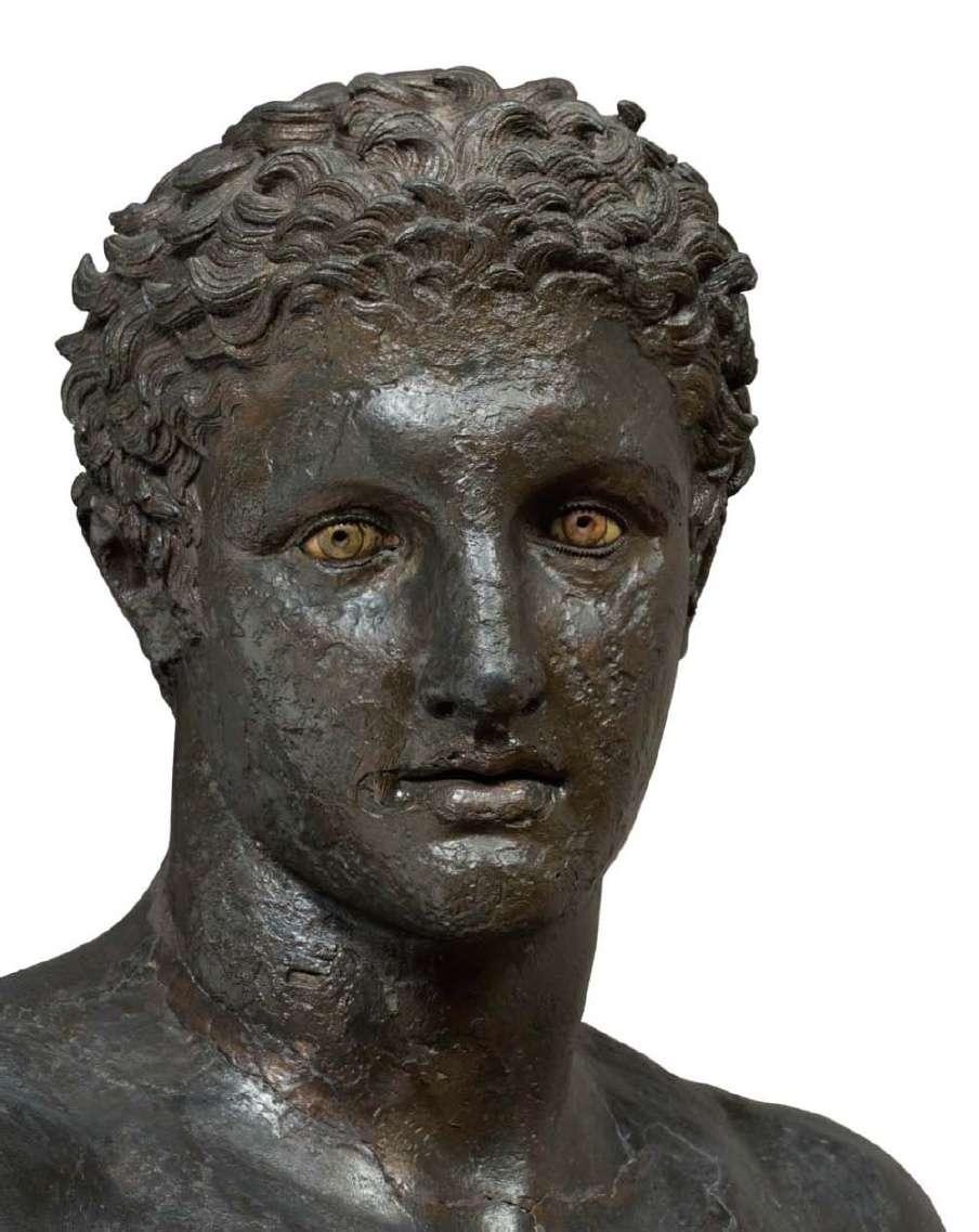 Ο έφηβος των Αντικυθήρων (λεπτομέρεια). Το άγαλμα έχει ύψος 1,94 μέτρα· 340-330 π.Χ. Εθνικό Αρχαιολογικό Μουσείο. The teenager of Antikythera (detail). The statue is 1.94 meters high; 340-330 BC. National Archaeological Museum.
