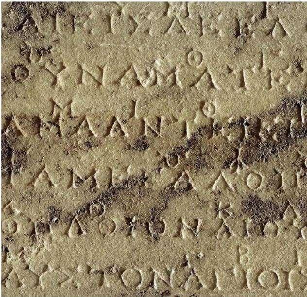 Από την εποχή της ανακάλυψης των δύο παιάνων το 1893 έως σήμερα έχουν γίνει πολλές προσπάθειες να αποδοθούν μουσικά τα κείμενα με τα σύμβολα τους από συγκροτήματα με απομιμήσεις των αρχαίων οργάνων, του αυλού και της λύρας.