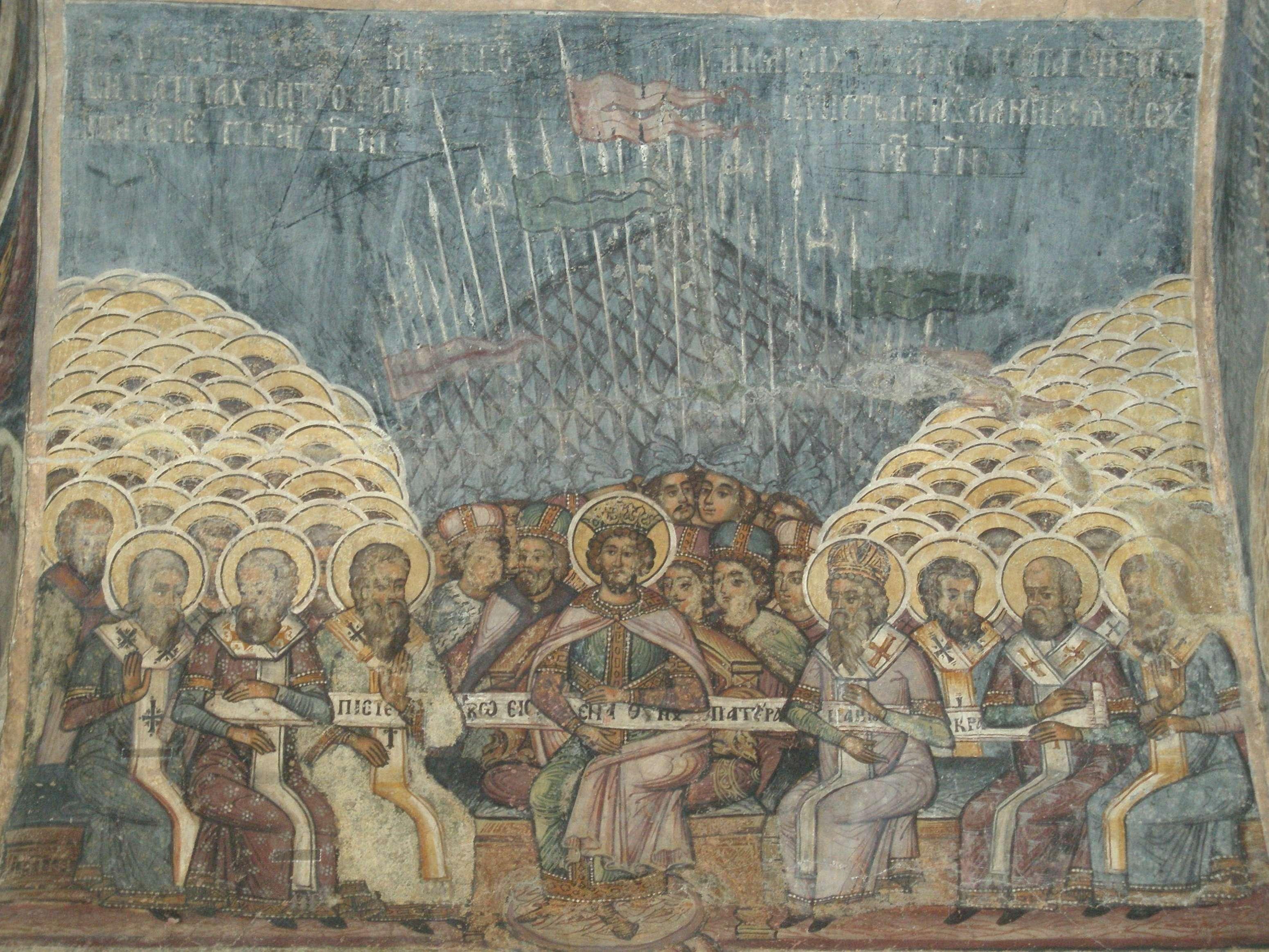 Η Α΄ Οικουμενική Σύνοδος διήρκεσε δύο μήνες και δώδεκα ημέρες και πραγματοποιήθηκε στη Νίκαια της Βιθυνίας. Συγκλήθηκε από τον Μέγα Κωνσταντίνο στις 20 Μαΐου του 325 και έλαβαν μέρος 318 επίσκοποι. Η Πρώτη Σύνοδος της Νίκαιας, τοιχογραφία του 18ου αι. στον Ορθόδοξο Ναό Σταυροπόλεως στο Βουκουρέστι.