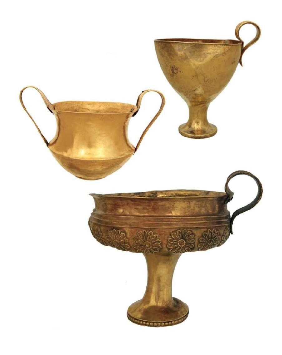 Κάνθαροι και κύλικες από χρυσό. 16ος αιώνας π.Χ. Μυκήνες. Εθνικό Αρχαιολογικό Μουσείο. Pots and cups of gold. 16th century BC Mycenae. National Archaeological Museum.