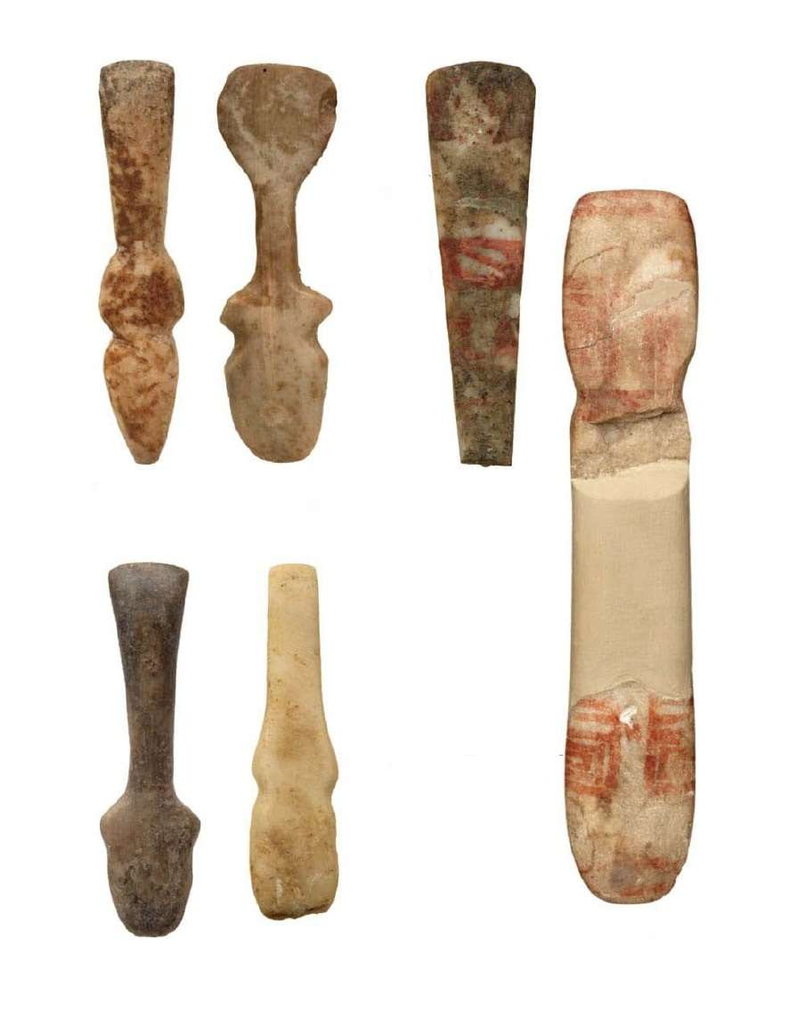 Stone and marble figurines that represent the human form schematically; the head is highlighted on an asymmetrical neck; in tripartite performance they become a violist. Geometric patterns may have been decorative, complementing information in the rendering of the human form or signifying something as symbols. Found in Dimini Kastoria. Newer - Final Neolithic Period (4800-3300 BC) National Archaeological Museum. Athena.