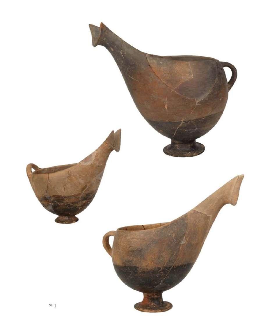 Τα σχήματα των αγγείων, που συχνά μιμούνται μεταλλικά πρότυπα, παρουσιάζουν μεγάλη ποικιλία, με χαρακτηριστικότερα τις σαλτσιέρες. Μαζί με αυτό, αντικείμενα εισαγόμενα, όπως τα τηγανόσχημα αγγεία, ειδώλια κ.α, δείχνουν τις σχέσεις των οικισμών αυτών με τις Κυκλάδες. Εθνικό Αρχαιολογικό Μουσείο. Αθήνα.