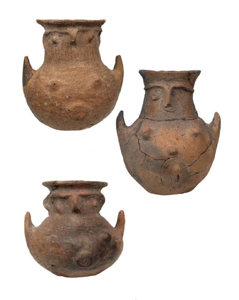 Ανθρωπόμορφα ιδιότυπα αγγεία. Τροία. Β' μισό της 3ης χιλιετίας π.Χ. Εθνικό Αρχαιολογικό Μουσείο. Αθήνα.