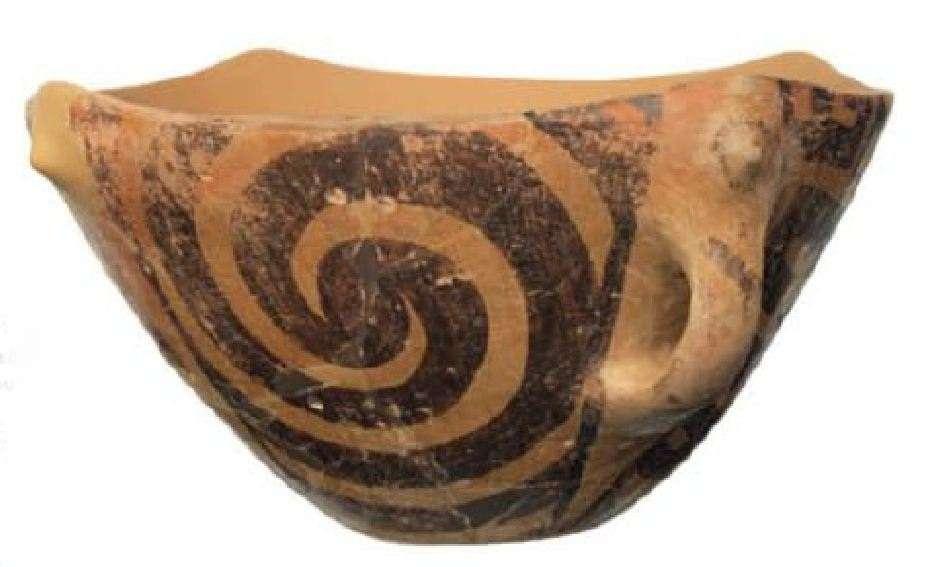 Μεγάλη ζωγραφιστή λεκάνη· κεραμικός ρυθμός Διμηνίου. Νεολιθικός οικισμός Σέσκλου Μαγνησίας. Νεότερη Νεολιθική Περίοδος (5300-4800 π.Χ.) Εθνικό Αρχαιολογικό Μουσείο. Αθήνα. Large painted basin; ceramic pace of Dimini. Neolithic settlement of Sesklo, Magnesia. Modern Neolithic Period (5300-4800 BC) National Archaeological Museum. Athena.