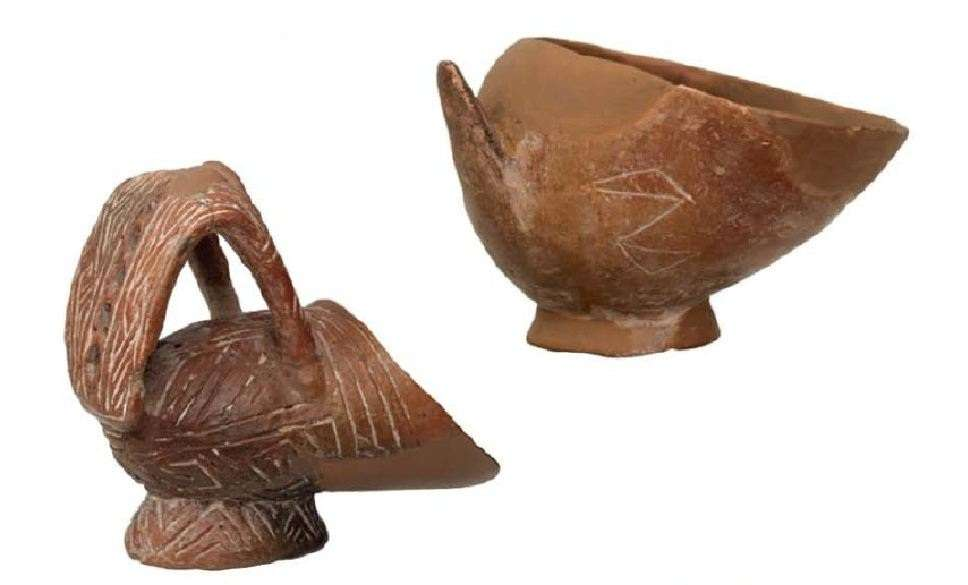 Cane shaped bowls with engraved decoration. Neolithic settlement of Sesklo, Magnesia. Final Neolithic Period (3700-3300 AD) National Archaeological Museum. Athena.