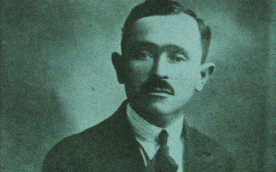 Ο Γιάννης Σκαρίμπας (Αγία Ευθυμία Φωκίδος, 28 Σεπτεμβρίου 1893 – Χαλκίδα, 21 Ιανουαρίου 1984) ήταν Έλληνας λογοτέχνης, κριτικός, θεατρικός συγγραφέας, ποιητής και πεζογράφος.