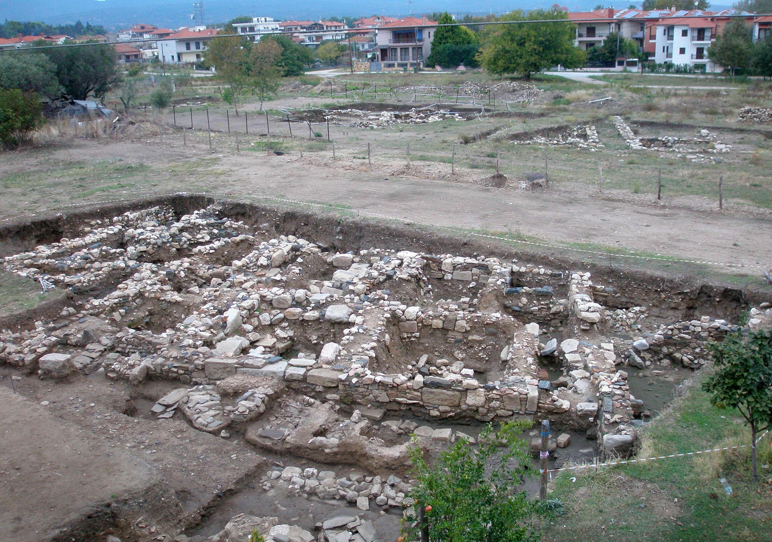 Άποψη των ανασκαφών από ανατολικά.