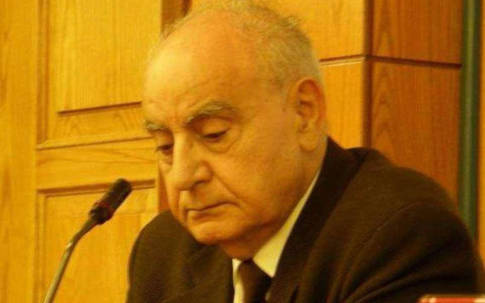 Ο Φάνης Κακριδής γεννήθηκε το 1933 στην Αθήνα.