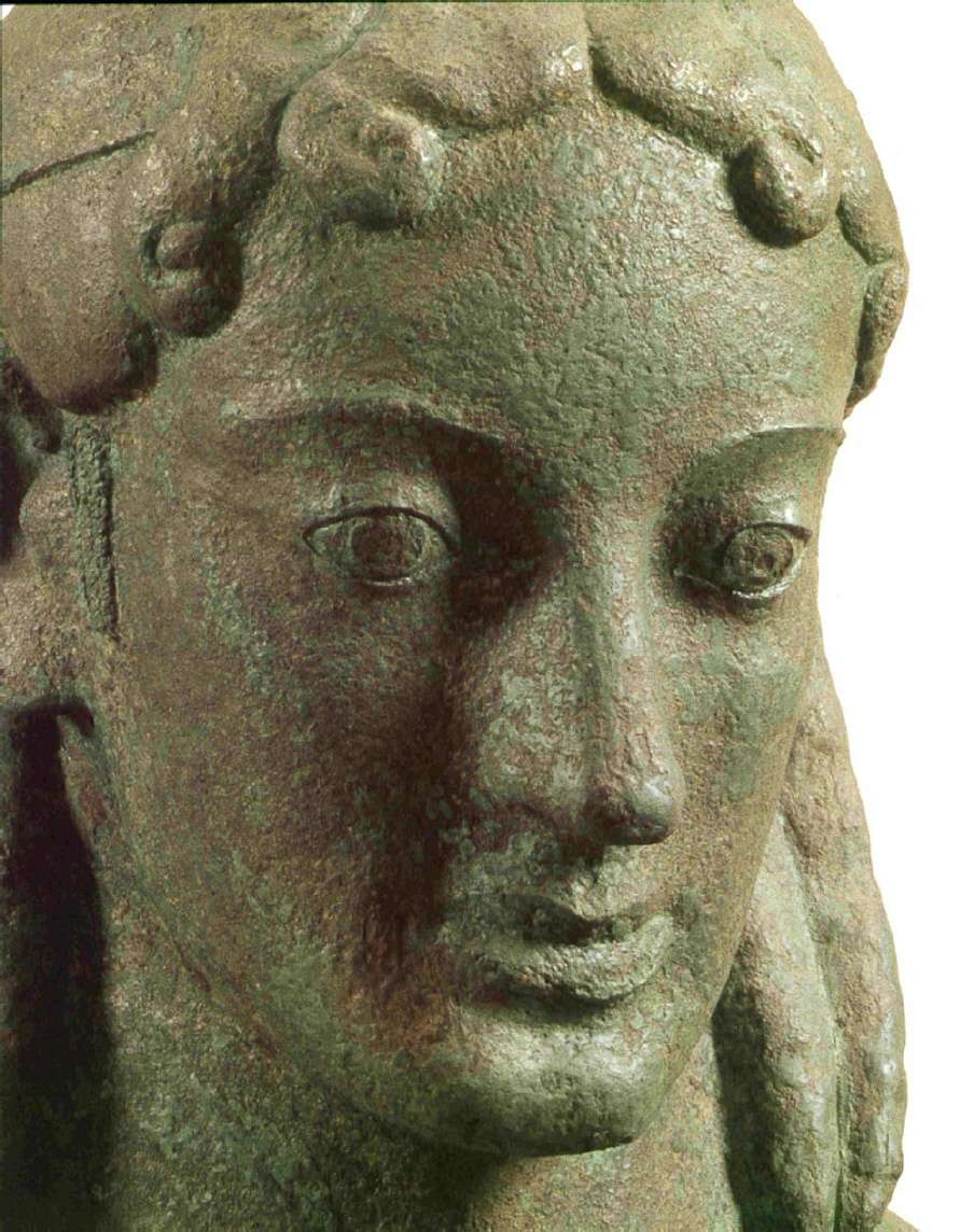 Ο αρχαϊκός Απόλλων από το εύρημα των χαλκών του Πειραιώς (λεπτομέρεια). 520-480 π.Χ. Αρχαιολογικό Μουσείο Πειραιώς.