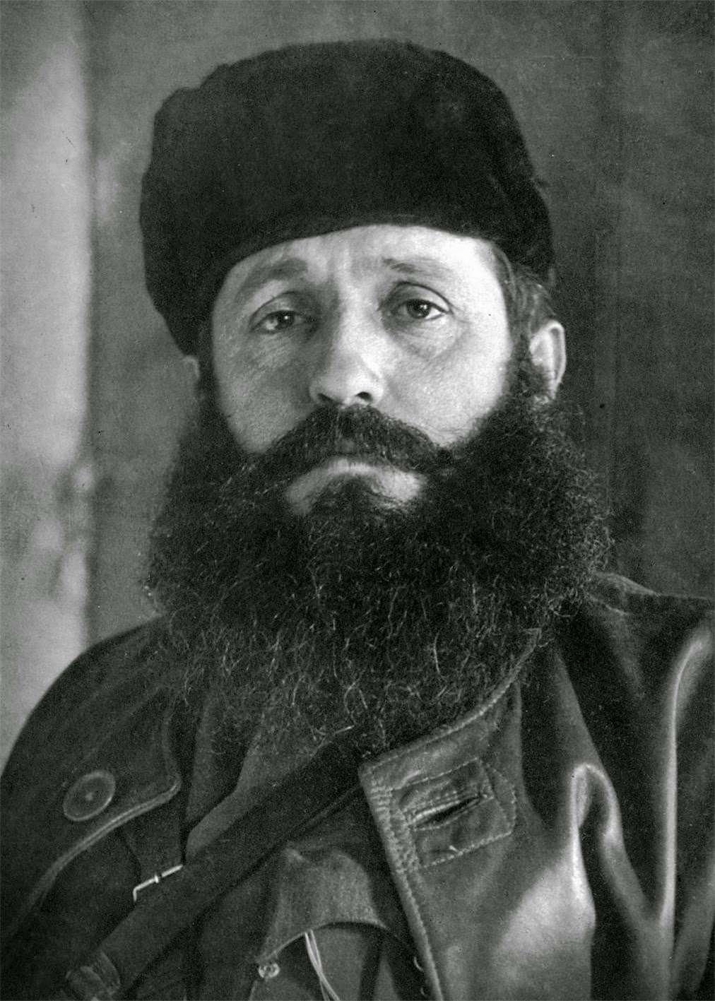 Ο Θανάσης Κλάρας (Λαμία, 27 Αυγούστου 1905 – Μεσούντα, 15 Ιουνίου 1945), γνωστός ως Άρης Βελουχιώτης,