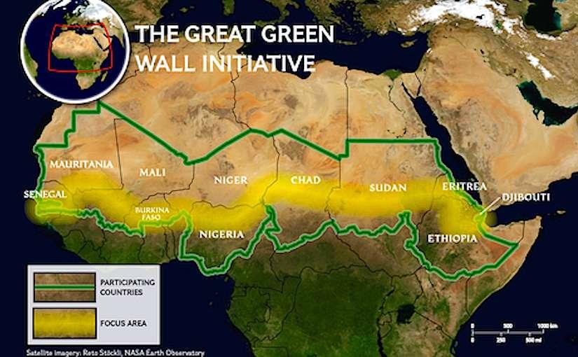 Ένα τείχος διαφορετικό από τα άλλα χτίζεται εδώ και μία δεκαετία κάτω από τον καυτό αφρικανικό ήλιο. Εκτείνεται σε μήκος 8.000 χλμ., από τις δυτικές ακτές της Σενεγάλης έως τις ανατολικές ερημικές παραλίες του Τζιμπουτί, και στην οικοδόμησή του συμμετέχουν πάνω από 20 κυβερνήσεις της Αφρικής.