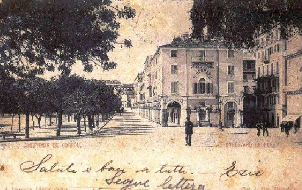 Παλιά φωτογραφία - καρτ ποστάλ από την πλατεία «Λιστόν» της Κέρκυρας, 1903.