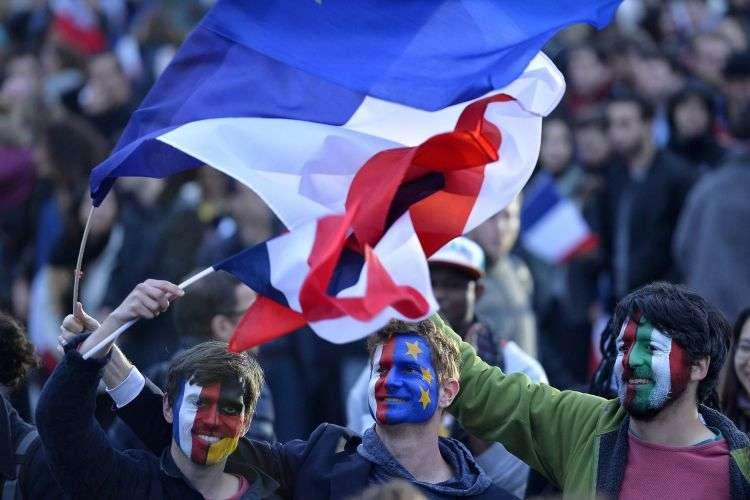 Tα δύο ζητήματα που απασχολούν τους Γάλλους –μετανάστευση και εθνική κυριαρχία– σχετίζονται με τα εθνικά σύνορα: το πόσο διαπερατά είναι· το αν εξασφαλίζουν ότι οι αποφάσεις για τη Γαλλία λαμβάνονται στη Γαλλία, όχι στις Βρυξέλλες.