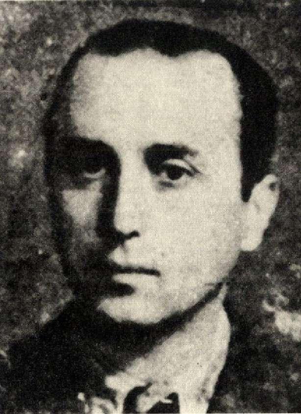 Ο Ευάγγελος Λεμπέσης γεννήθηκε το 1904 στο Μύτικα Χαλκίδας. Σπούδασε στα Πανεπιστήμια της Φραγκφούρτης και του Παρισιού, καθώς και στην Ιταλία. Διορίστηκε καθηγητής στο Πάντειο Πανεπιστήμιο το 1931, ως καθηγητής κοινωνιολογίας.