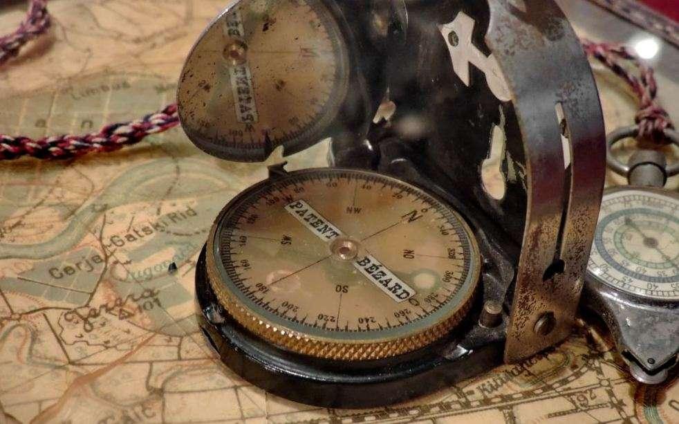 Παλιά πυξίδα. Old compass.
