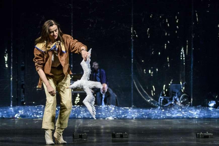 ΑΝΤΟΝ ΤΣΕΧΟΦ Ο ΓΛΑΡΟΣ Απόδοση, Σκηνοθεσία: Γιάννης Χουβαρδάς. Φωτογραφίες από την παράσταση. (7.11.2017)