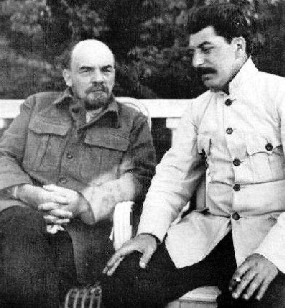 Ο Λένιν με τον Στάλιν στο Γκόρκι το 1922.