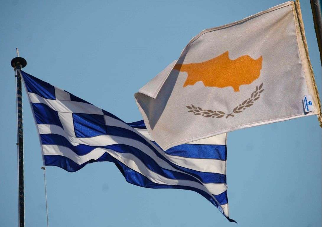 Ένας κρίσιμος παράγοντας στον οποίο σταθερά βασίζεται κάθε κυβέρνηση της Κυπριακής Δημοκρατίας (ΚΔ), είναι η στρατιωτική βοήθεια που αναμένει από την Ελλάδα σε περίπτωση που θα υποστεί στρατιωτική επίθεση από την Τουρκία.