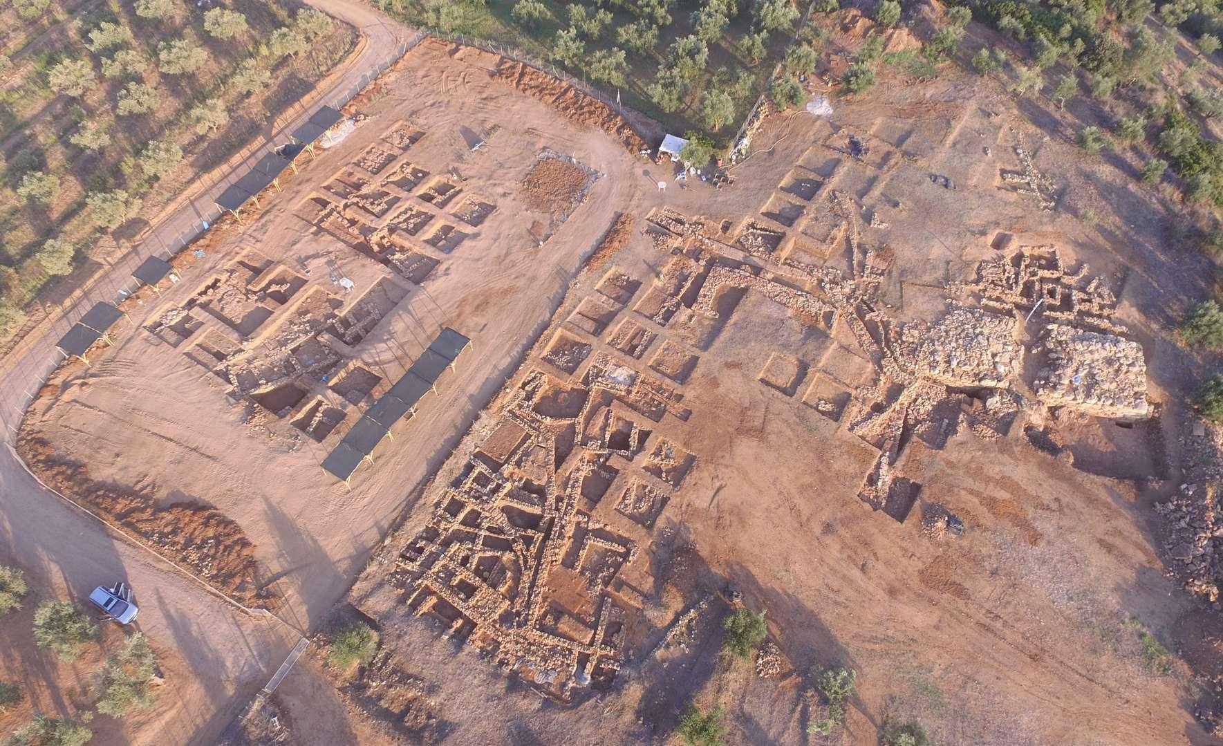 H Ίκλαινα δεν κατοικήθηκε μετά το 1200 π.Χ. Έτσι διατηρήθηκε. Όταν υπάρχει συνέχεια, τα νεότερα κτίσματα προκαλούν καταστροφές στα παλαιότερα.