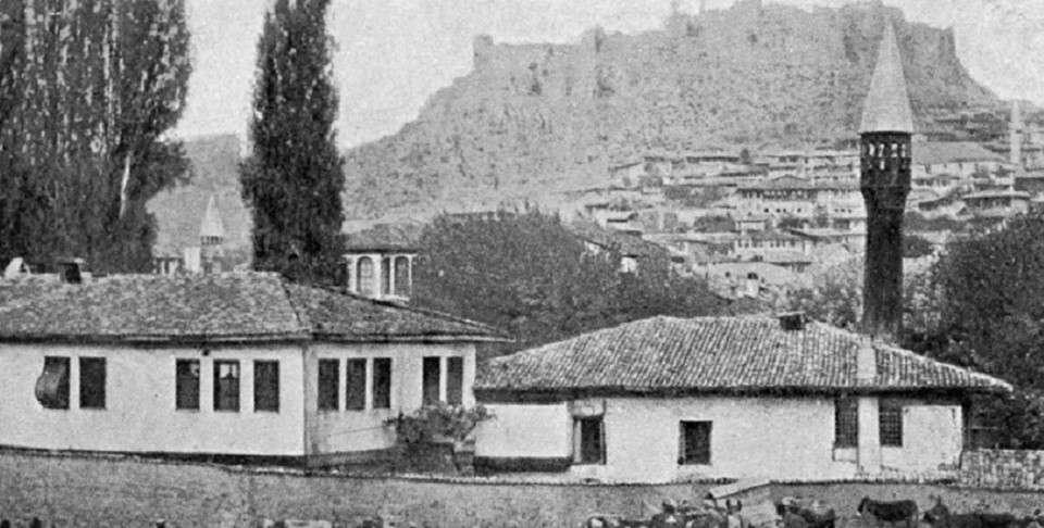 Η Κασταμονή ή Κασταμών ή Κασταμόνα και τουρκικά Καστάμονου (Kastamonu), είναι ιστορική πόλη της Παφλαγονίας στην βορειοδυτική Μικρά Ασία. (1900)