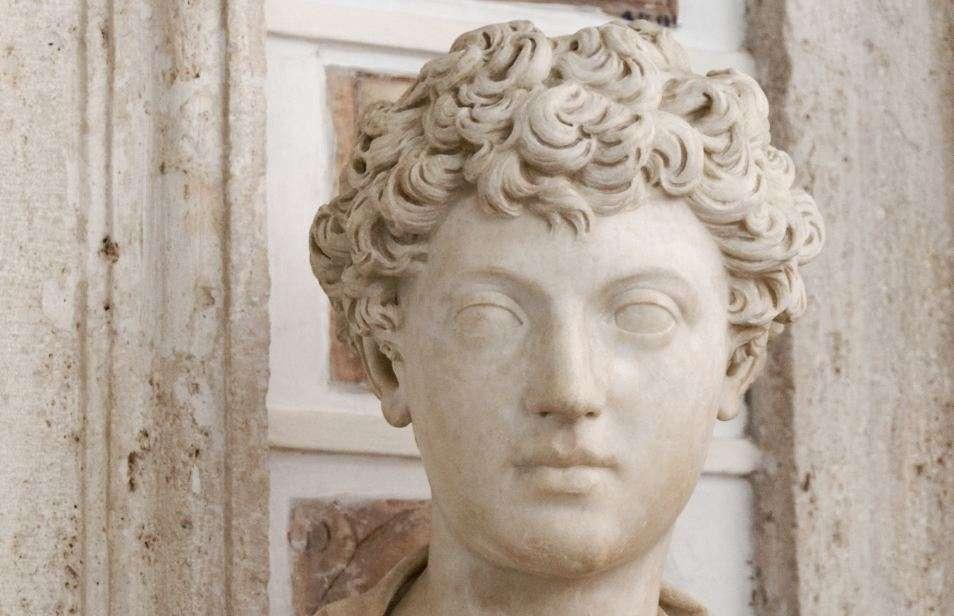 Ο Μάρκος Αυρήλιος σε νεαρή ηλικία. Προτομή στο Καπιτολινό Μουσείο της Ρώμης. Marcos Aurelius at a young age. Bust in the Roman Catholic Museum.