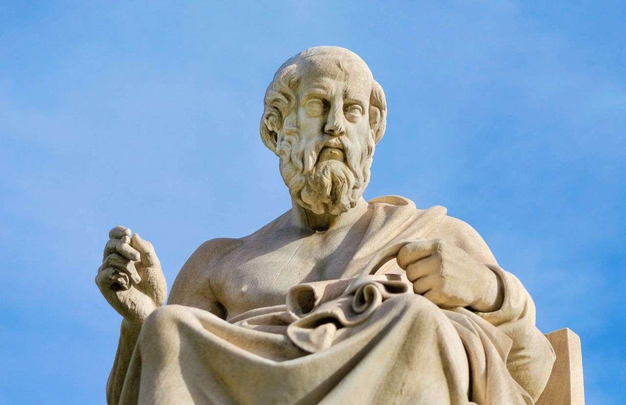 Μαθητής του Σωκράτη, καταγόμενος από αριστοκρατική αθηναϊκή οικογένεια και έχοντας λάβει από πολύ νωρίς προσεγμένη εκπαιδευτική αγωγή, ο Πλάτωνας (428/7-348/7 π.Χ.) υπήρξε ένας από τους σπουδαιότερους φιλοσόφους της ελληνικής αρχαιότητας.