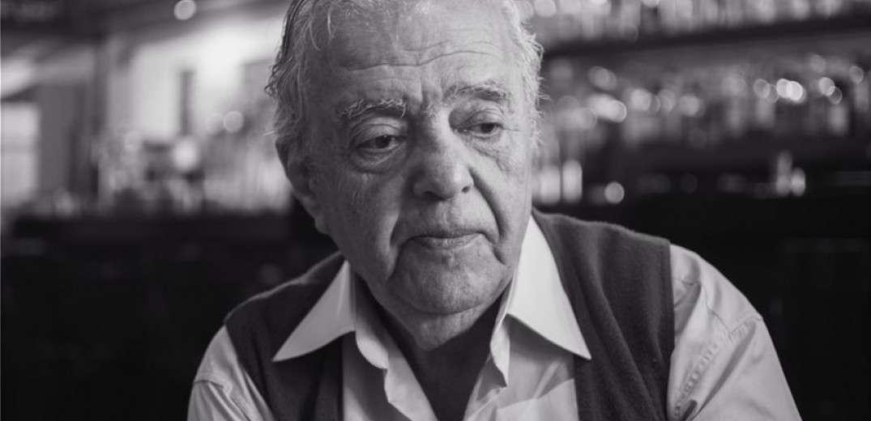 Έφυγε από τη ζωή σήμερα λίγο μετά τις 06.00 το πρωί ο γνωστός σκηνοθέτης Σταύρος Τσιώλης σε ηλικία 82 ετών.