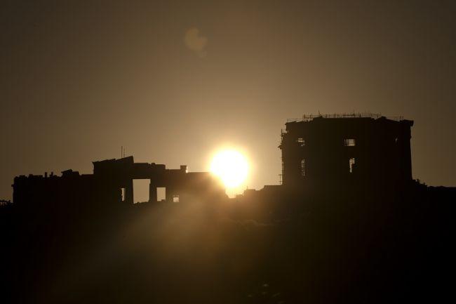 Η υπέρβαση της παρακμής έχει ως προϋπόθεση ακριβώς την «ήττα του Νεοέλληνα από τον Έλληνα», τον οποίο εξακολουθούμε να φέρουμε ακόμα μέσα μας, έστω εν σπέρματι.