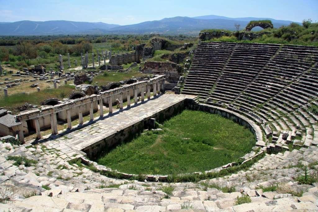 Αφροδισιάδα. Αρχαίο ελληνικό θέατρο.