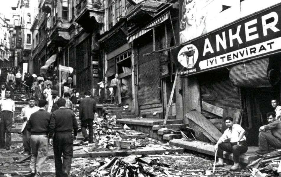 Ο μήνας Σεπτέμβριος είναι σημαδεμένος από την τραγική μνήμη της φρικιαστικής εκείνης νύχτας του '55 στην Κωνσταντινούπολη. Βουβάθηκαν τα λόγια μας, τα δάκρυα στέρεψαν, οι πληγές έμειναν ανοικτές και πυορροούν.