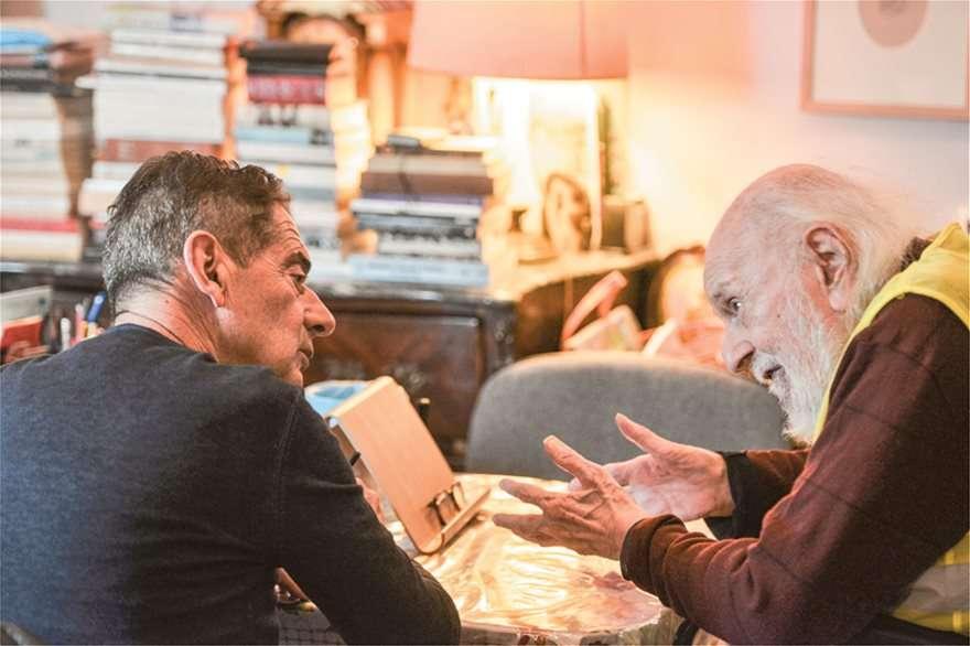 Νάνος Βαλαωρίτης: Ζούμε μια μεγάλη απάτη που δεν ζήσαμε ούτε στη Χούντα