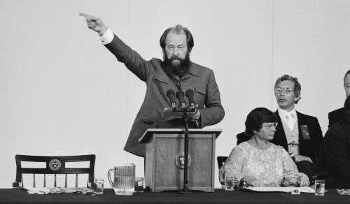 Ο εξόριστος Σοβιετικός συγγραφέας Αλέξανδρος Σολζενίτσιν, δίνει ομιλία στο Πανεπιστήμιο του Χάρβαρντ, Ιούνιος 1978 .