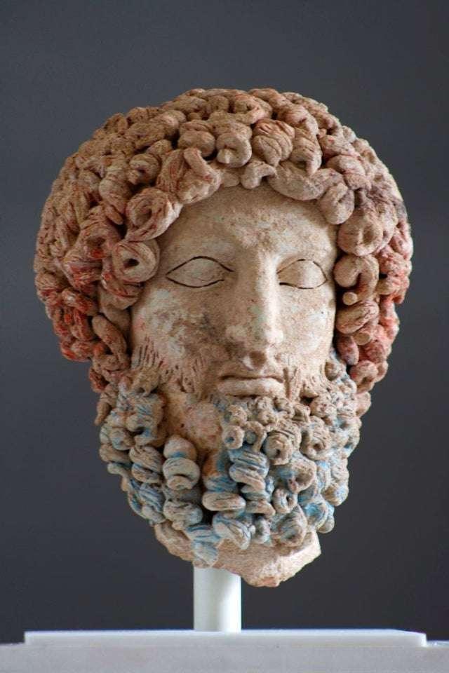 Κεφαλή του Άδη, πολύχρωμη τερρακότα. Σικελία,5ος-4ος αι. π.Χ.