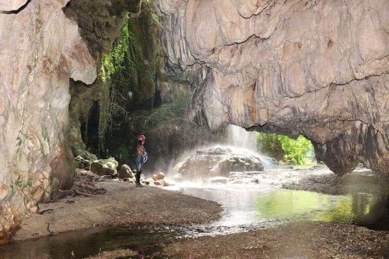 Από το εσωτερικό του σπηλαίου των Ζεστών Νερών. (Παναγιώτης Γεωργιακάκης/ΜΦΙΚ_ΠΚ)