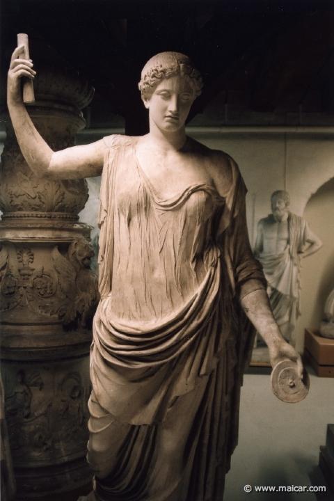 Η Νέμεσις του Αγοράκριτου (αττικό έργο του 5ου αι. π.Χ.) σε αντίγραφο των αυτοκρατορικών χρόνων.