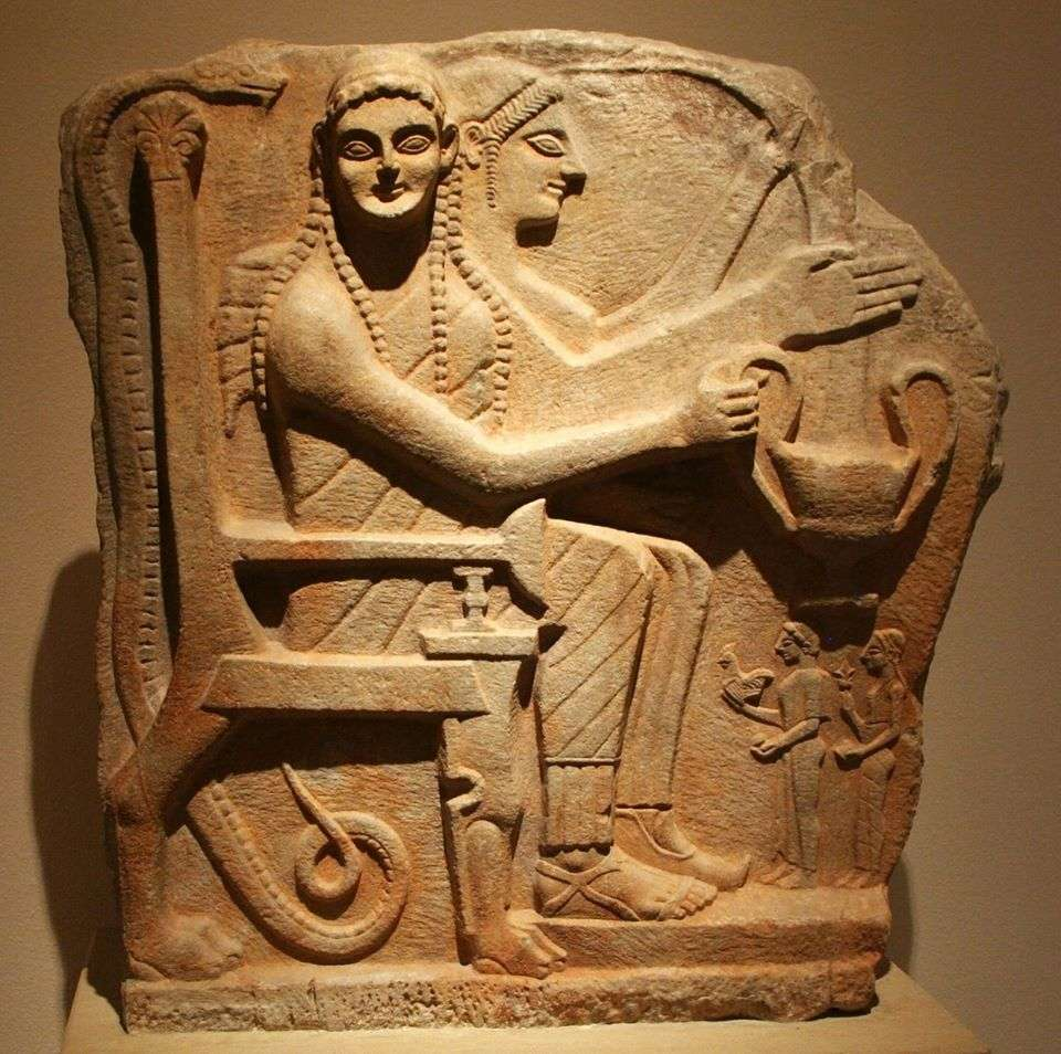 Αρχαία ελληνική αρωγή με ήρωες και προσκυνητές από τη Σπάρτη. γύρω στο 540 π.Χ.