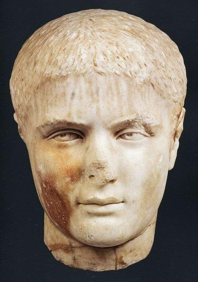 Εικονιστική κεφαλή εφήβου από Παριανό μάρμαρο. Βρέθηκε στην Αθήνα, νότια της Ακρόπολης. Εξαιρετικό δείγμα των αισθητικών αντιλήψεων της ύστερης εποχής των Σεβήρων (193-235 μ.Χ.) Περ. 230-240 μ.Χ. Αθήνα, Μουσείο Ακροπόλεως. BEAUTY IN THE SEVERAN ERA. Portrait head of a youth, made of Parian marble. Found in Athens, South of the Acropolis.